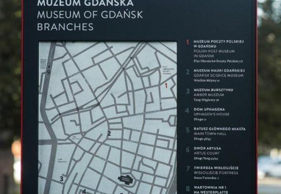 projekt oznakowania muzeum, totem informacyjny