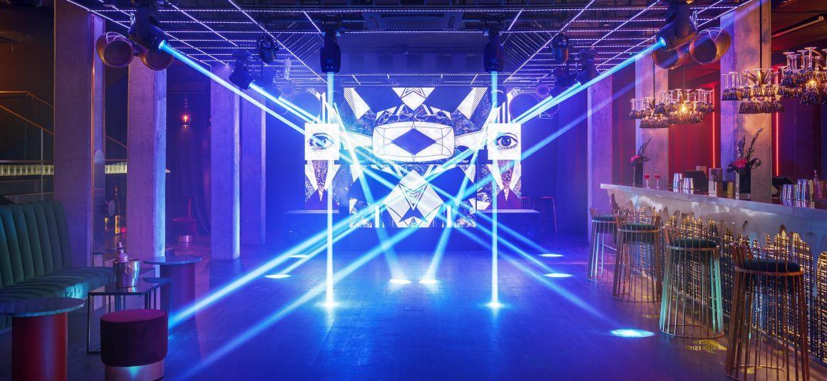 wnętrze klubu, klub, życie nocne, światła sceniczne